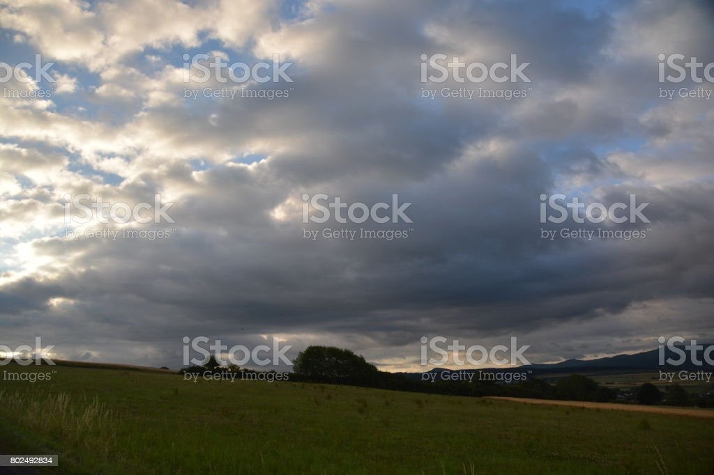 Bewölkung im Morgenlicht stock photo