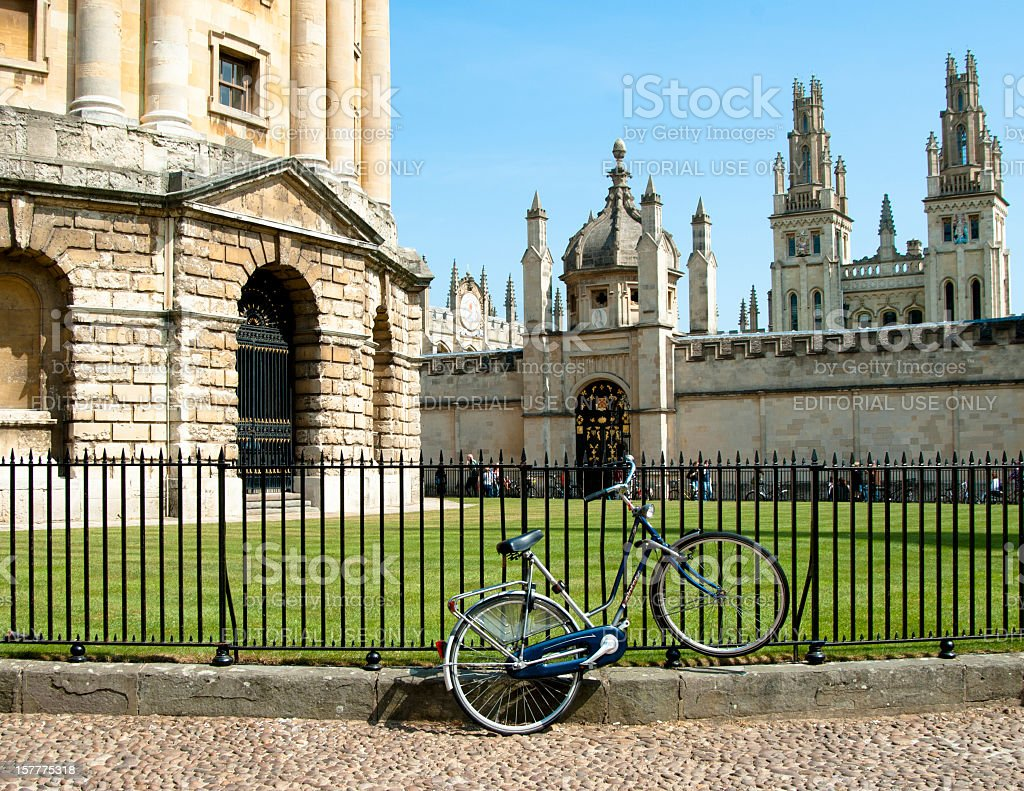 Bicycle tied to railings against bodleian radcliffe library in Oxford stock photo