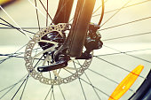 Bicycle wheel with disc hydraulic brakes