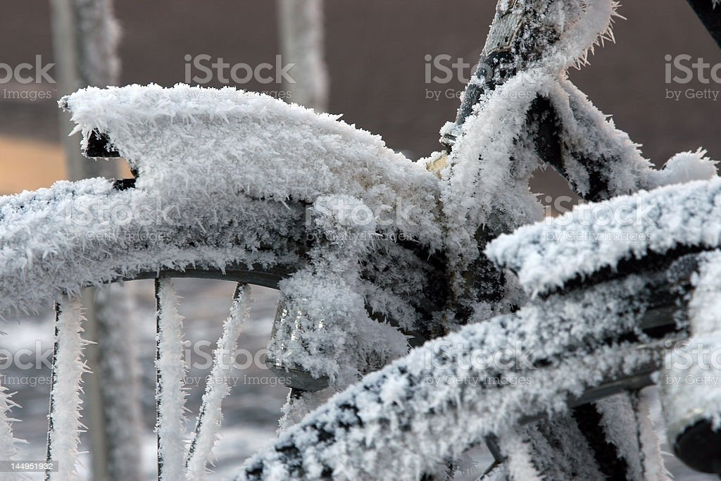 Biciclette nella neve foto stock royalty-free