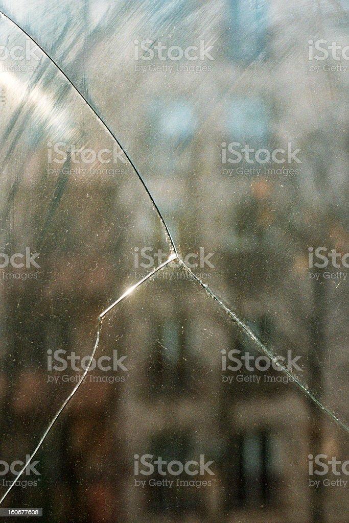 ビッグクラックの窓ガラスで輝きます。 ロイヤリティフリーストックフォト
