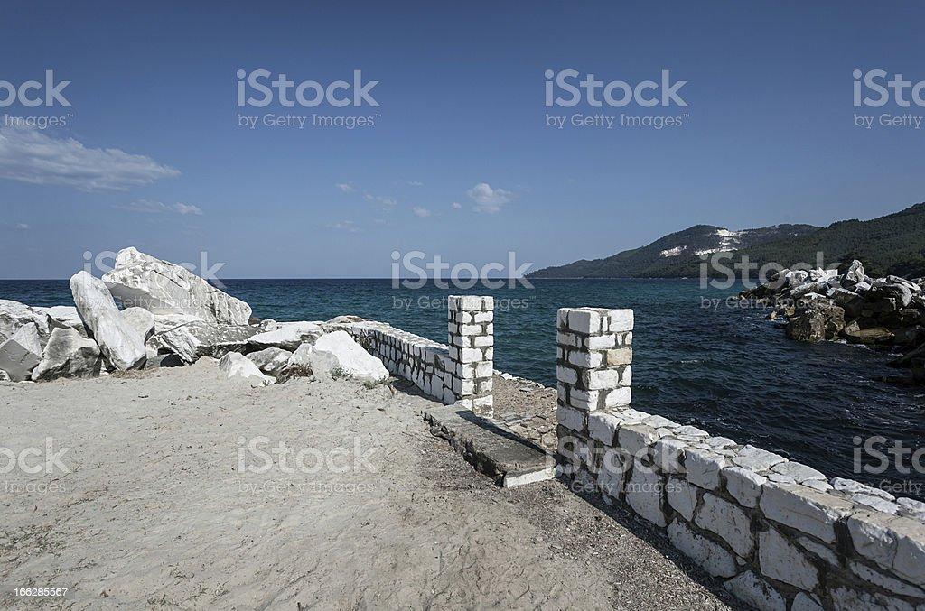 Big rocas en el mar foto de stock libre de derechos
