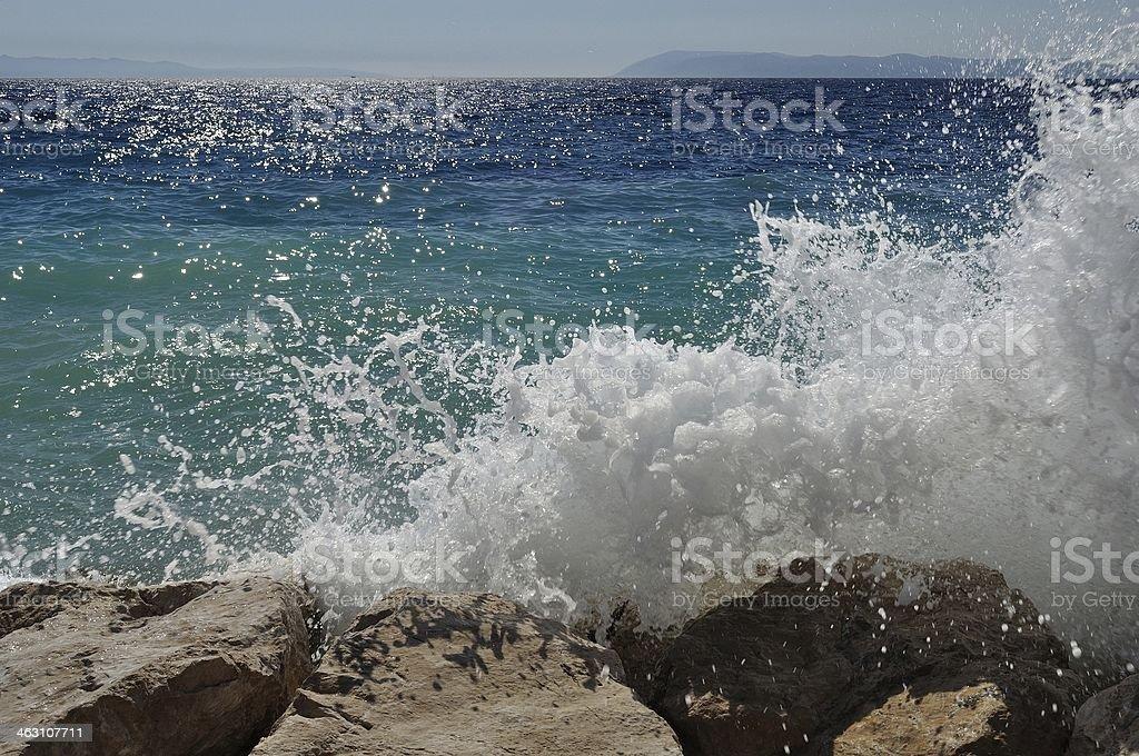 Duża Fala na plaży.  Podgora, Chorwacja zbiór zdjęć royalty-free