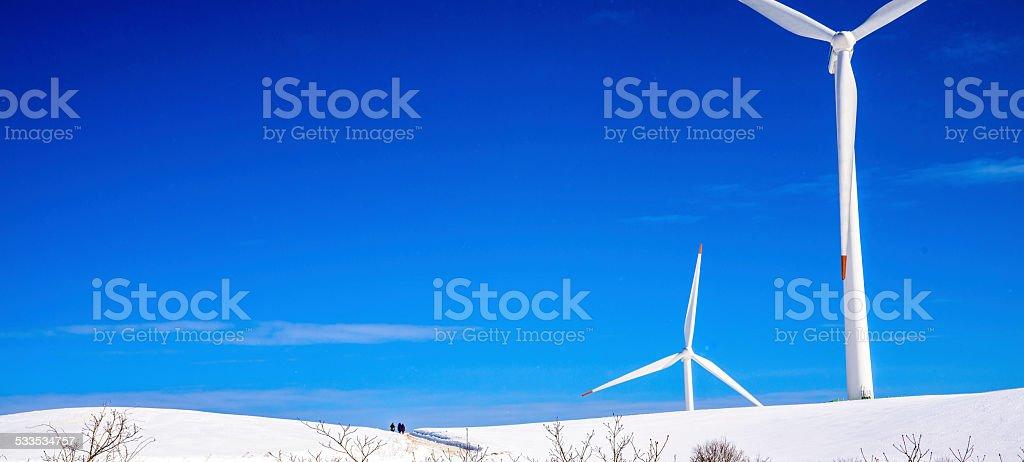 Big Turbina wiatrowa w zimie zbiór zdjęć royalty-free
