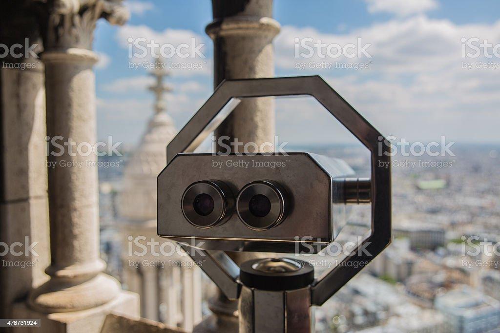 Lornetki, patrząc na Paryż zbiór zdjęć royalty-free