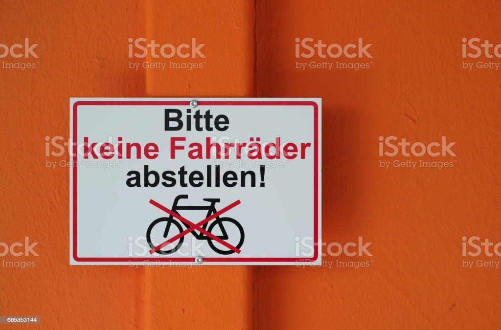bitte keine Fahrräder abstellen stock photo