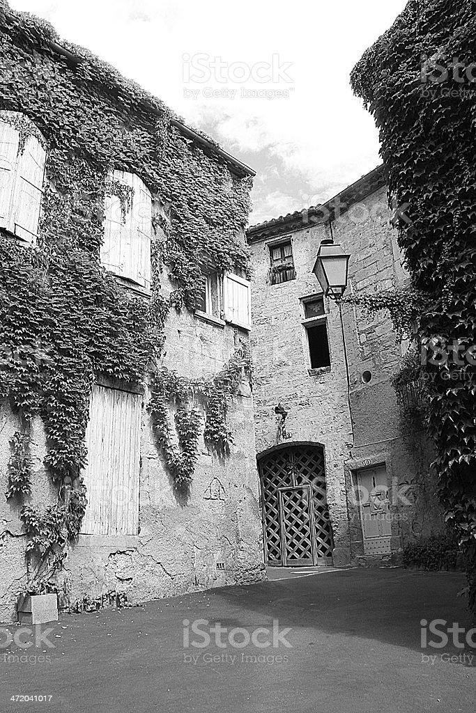 Bianco e nero foto di vecchie case tradizionali in Pézenas foto stock royalty-free