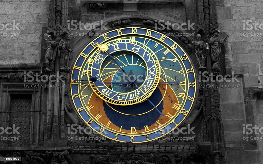 Czarno-białe publicznych zegar astronomiczny w Pradze, Republika Czeska zbiór zdjęć royalty-free