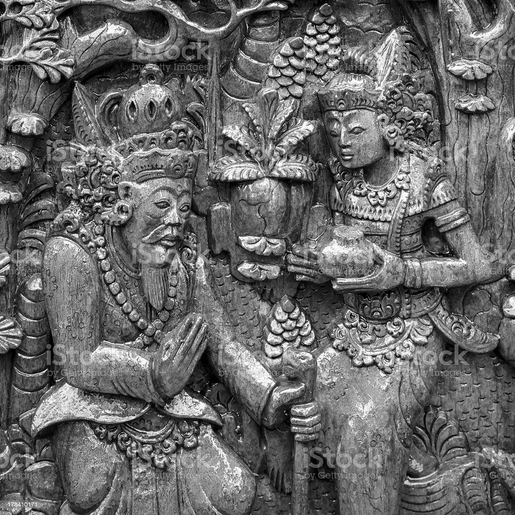 Blanco y negro escultura de madera tradicionales en la India foto de stock libre de derechos