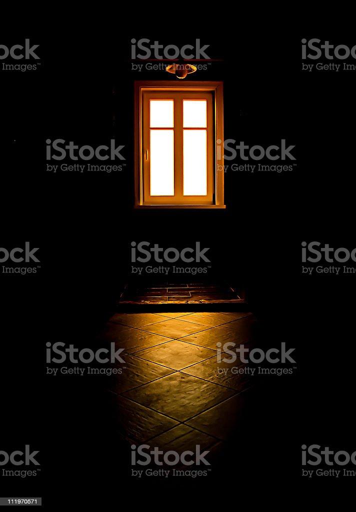 Black Zimmer, mysteriösen Fenster Licht Lizenzfreies stock-foto