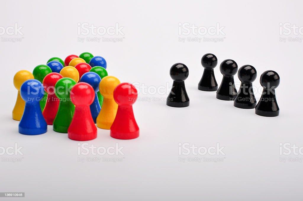 Noir plutôt groupe coloré de figurines photo libre de droits