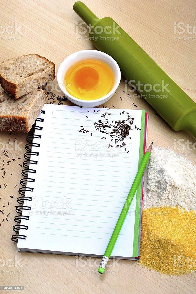 맹검액 레서피 책, 식빵, 달걀, 밀가루, 옥수수 가루와, 커민 royalty-free 스톡 사진