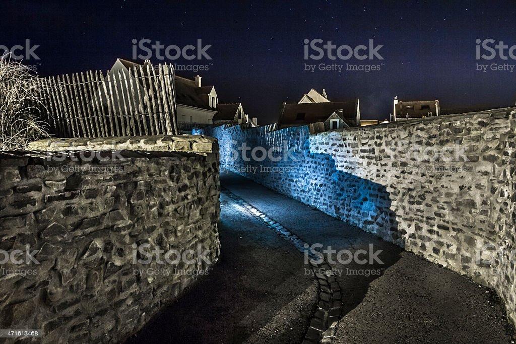 Blauer Gang bei Nacht stock photo