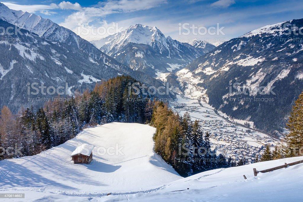 Blick auf das winterliche Mayrhofen im Zillertal stock photo