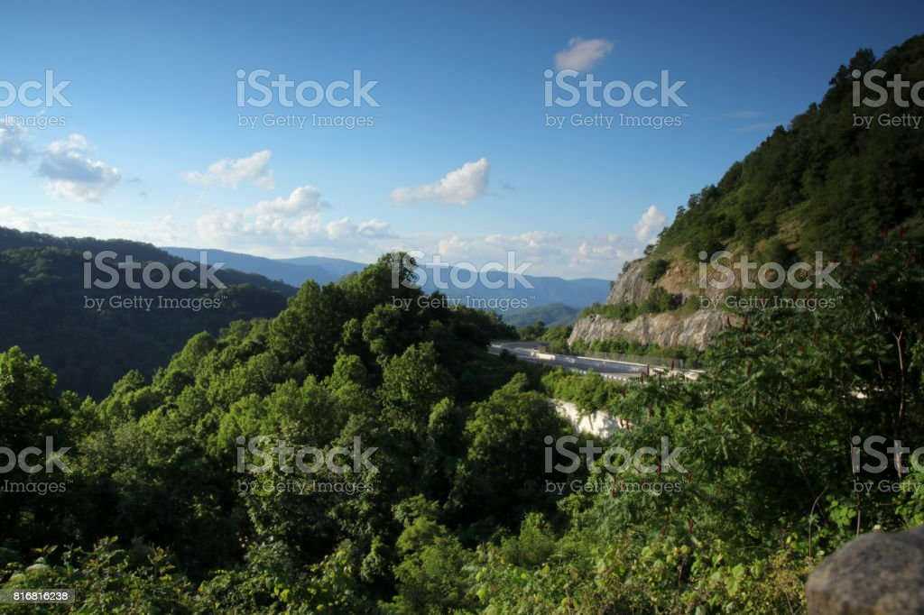 Blick über die berge an Aussichtspunkt an der Interstate 26 stock photo