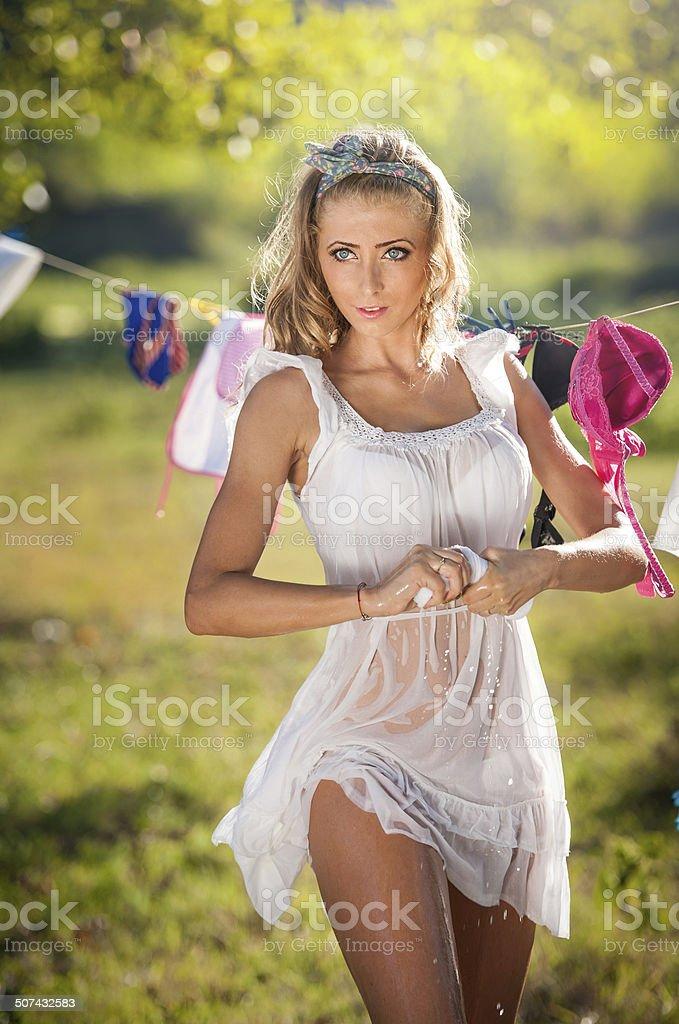 Фото девушек с мокрыми платьями