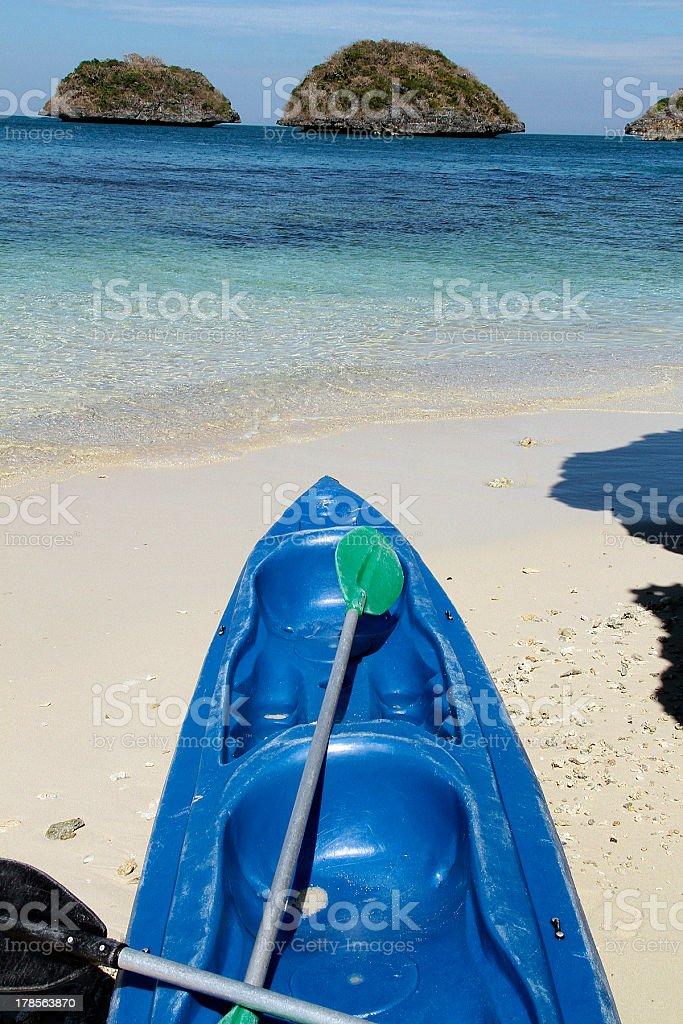 Blu canoa nelle Filippine foto stock royalty-free