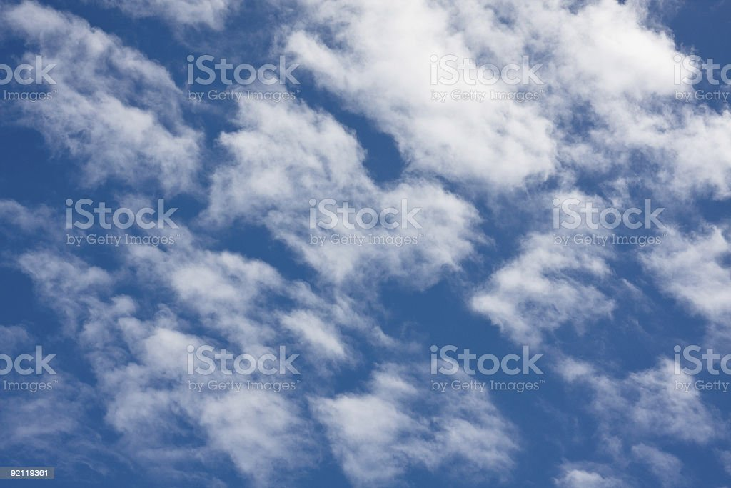 Céu azul e nuvens brancas foto de stock royalty-free