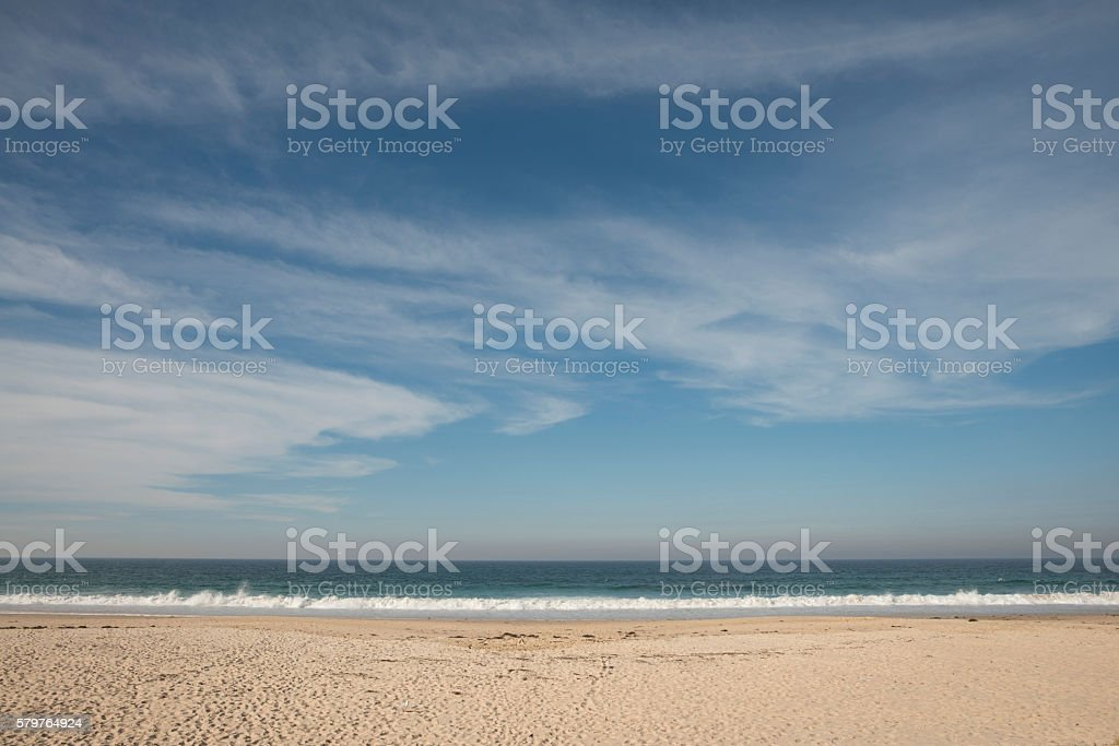 Blue Sky Sirrus Cloud Beach Sand Water Background Lizenzfreies Stock Foto