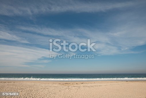 Blue Sky Sirrus Cloud Beach Sand Water Background Stockfoto 579764924