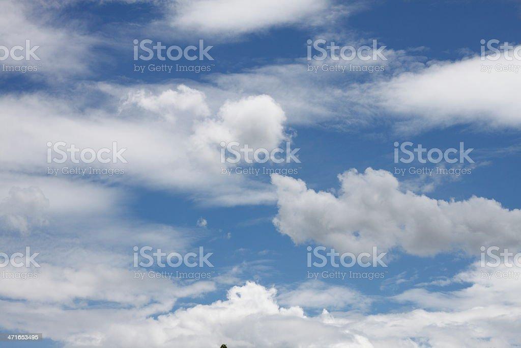 Błękitne niebo z chmur zbiór zdjęć royalty-free