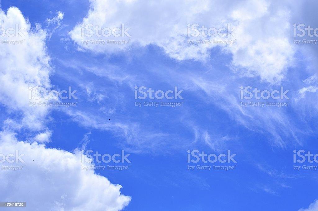 Błękitne niebo i białe chmury zbiór zdjęć royalty-free