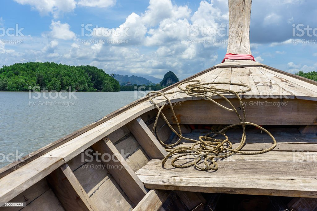Boat in river with forest, mountain and sky background photo libre de droits