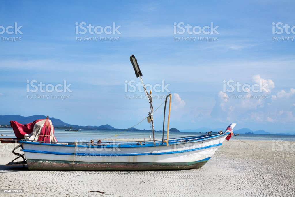 Boat on sandbank and shelf in front of Koh Samui stock photo