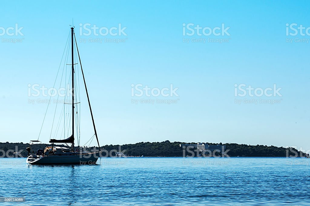 Boat on sea on a cloudless day foto stock royalty-free
