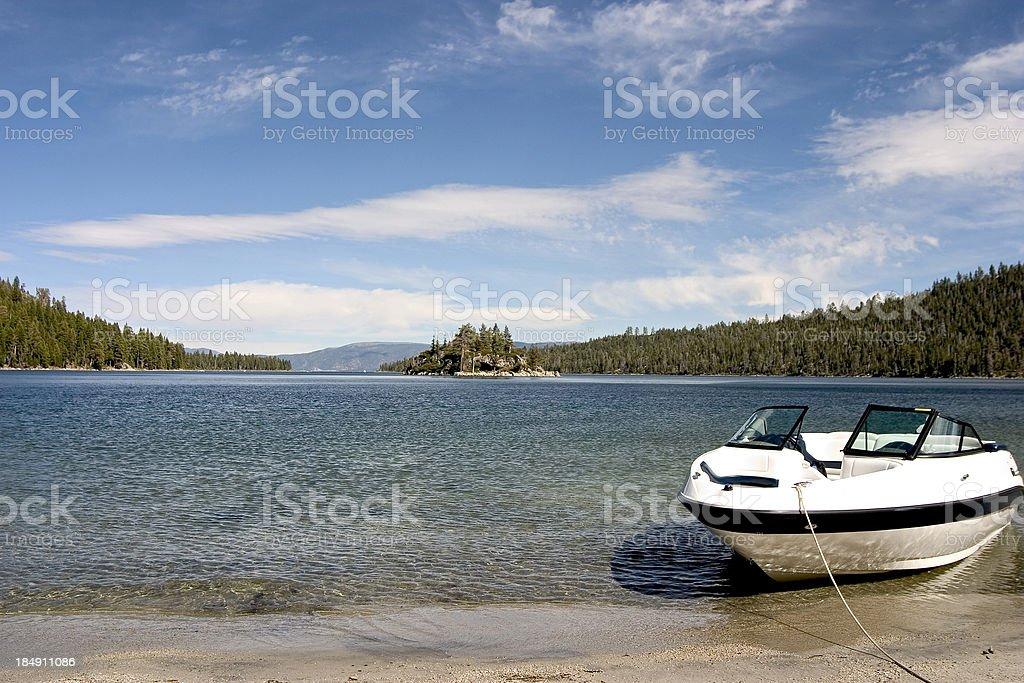 Barca sul lago foto stock royalty-free