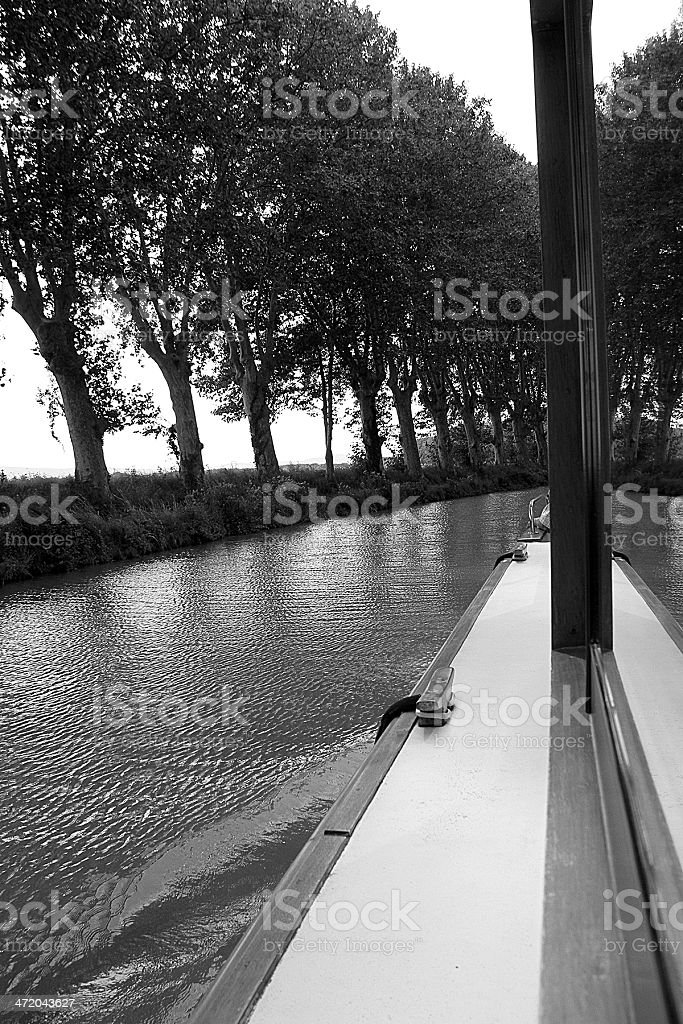 Barca passando il Canal Du Midi foto stock royalty-free
