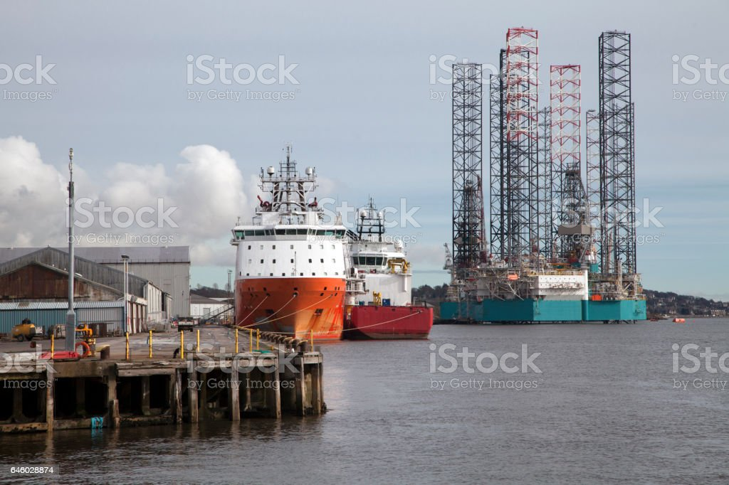 Boats and semi-submersible Oil Rig at the Port of Dundee stock photo