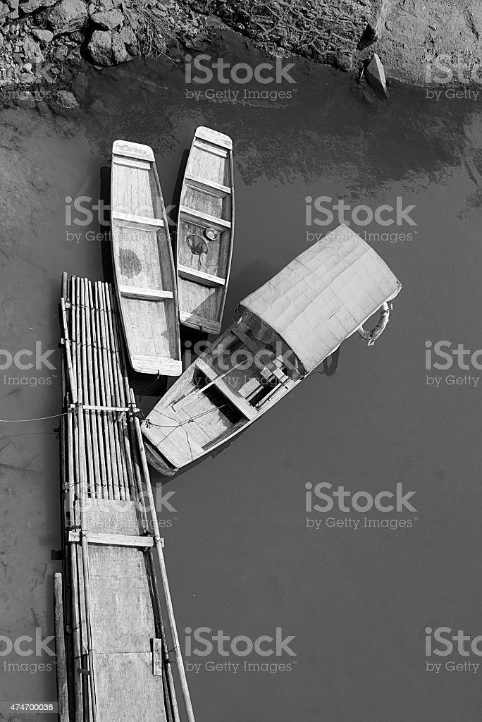 Barche sul fiume Gan vicino Tongtianyan grotte, Ganzhou foto stock royalty-free