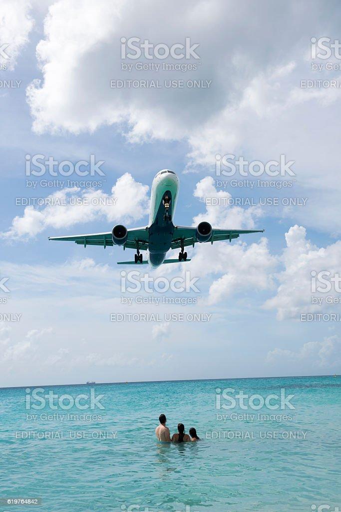 Boeing 757 airliner landing at Maho Beach, St. Maarten stock photo