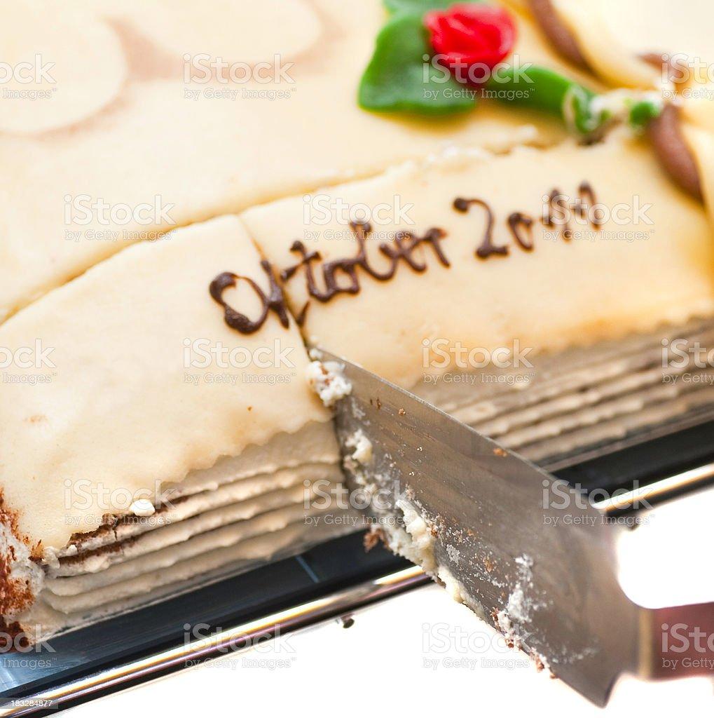 book cake - Kuchen anschneiden Oktober 2011 stock photo