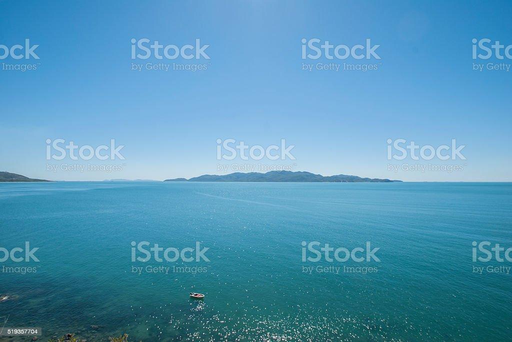 Boot auf dem Ozean stock photo