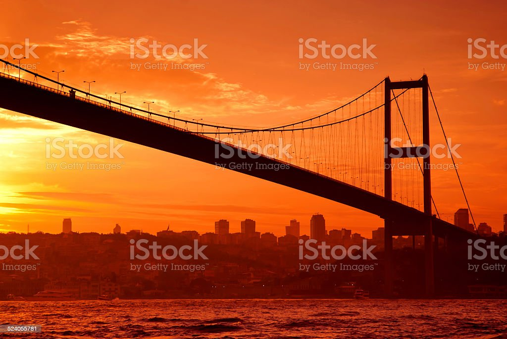 Pont du Bosphore à Istanbul au coucher du soleil photo libre de droits