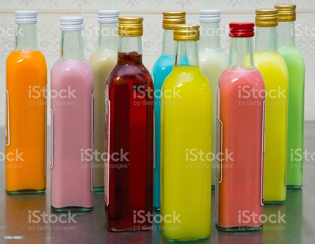 bottiglie colorate stock photo