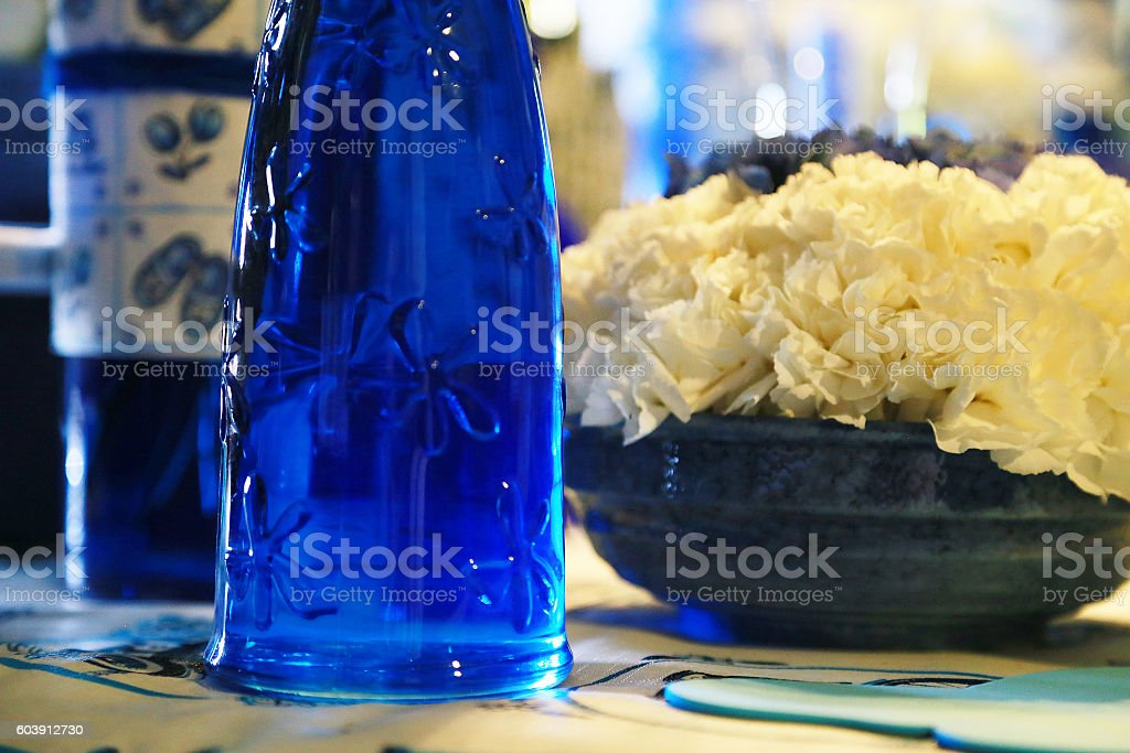 bottle and flower of the blue glass foto de stock libre de derechos