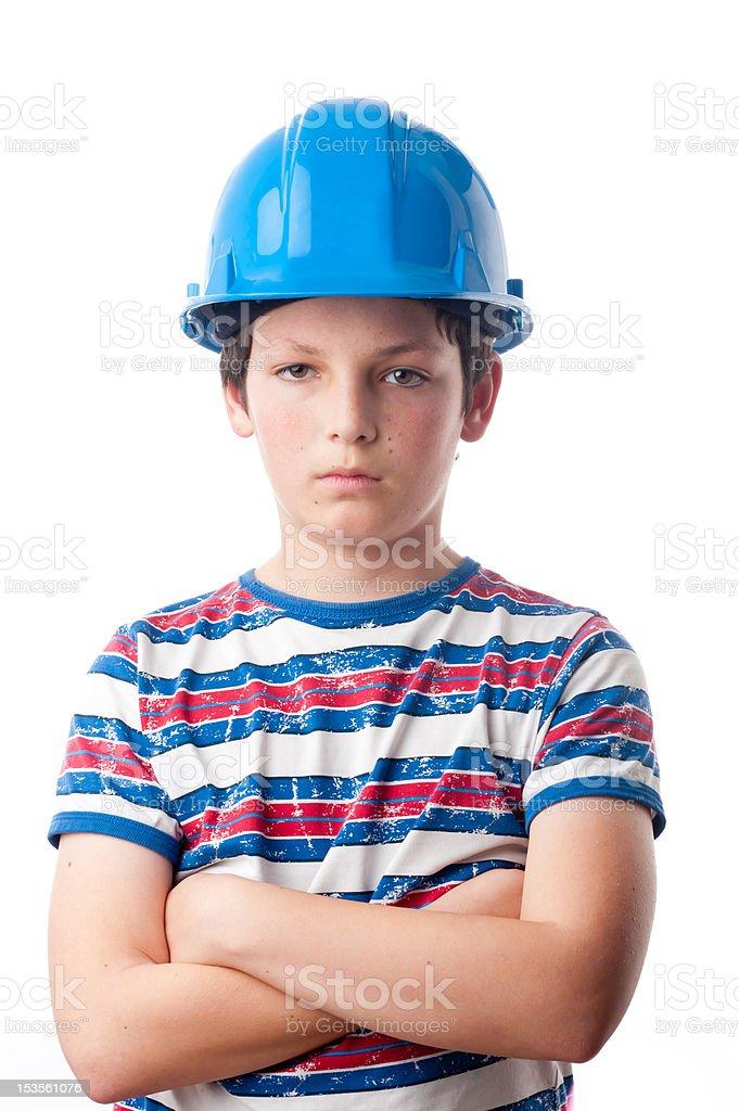 Chico en un casco duro, brazos doblado foto de stock libre de derechos