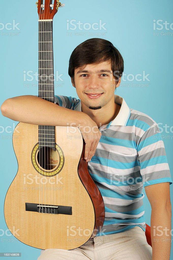 Petit garçon avec la guitare photo libre de droits
