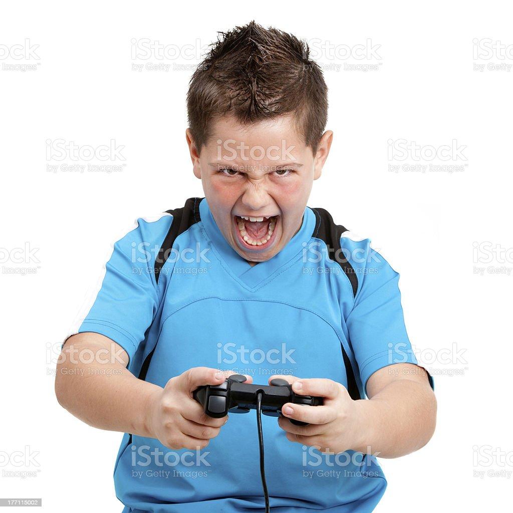Petit garçon jouant avec un style primé jeu vidéo photo libre de droits
