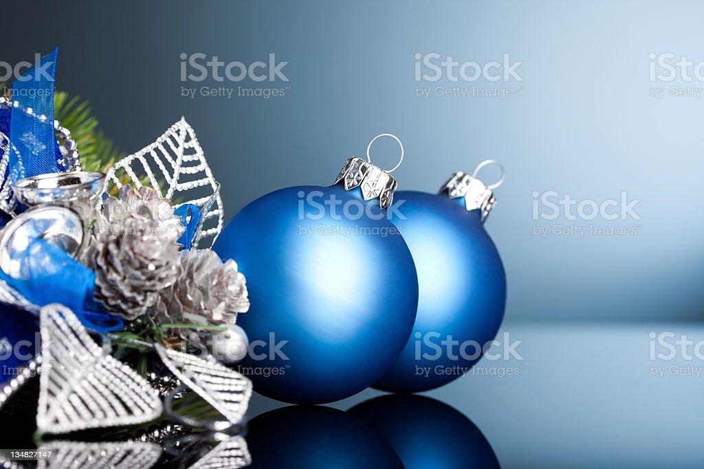 Ramo de Árvore de Natal com bola de Festivo foto de stock royalty-free