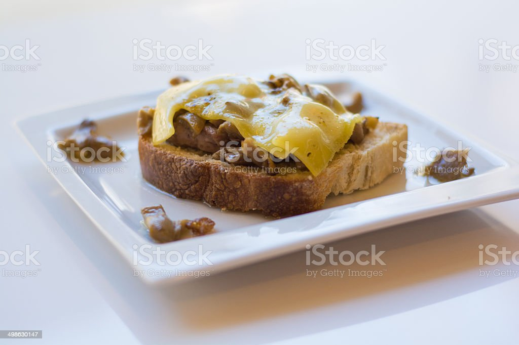 Tostada de pan con Queso Gouda y Champi?ones stock photo