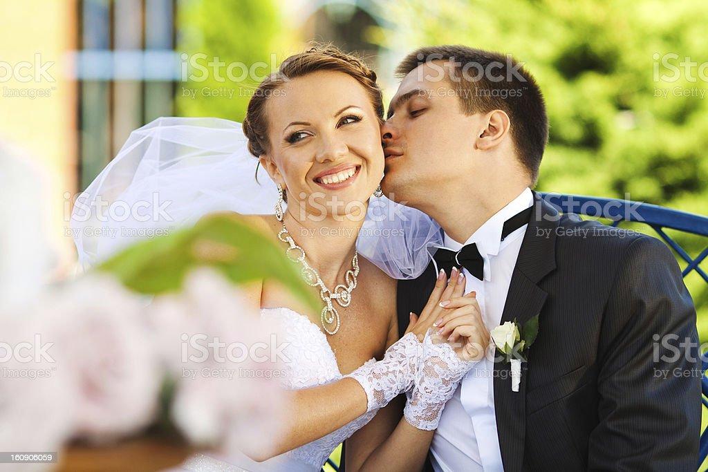 Braut und Bräutigam in der Liebe Lizenzfreies stock-foto
