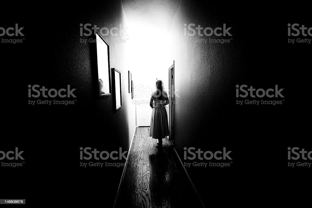 Panna młoda w korytarzu zbiór zdjęć royalty-free