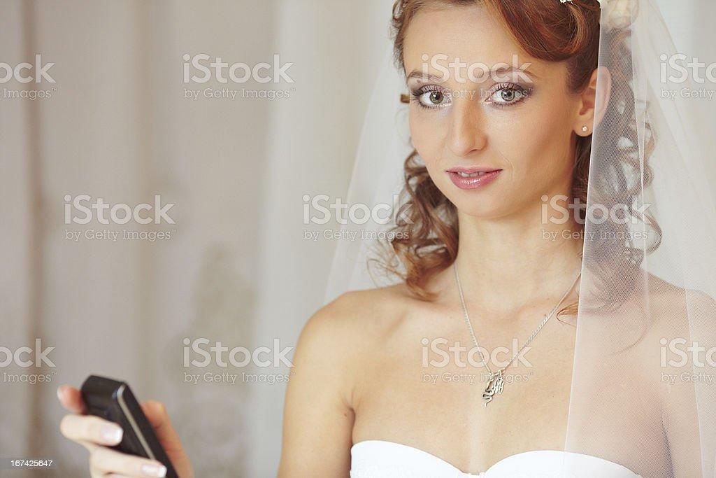 Sposa con il telefono foto stock royalty-free
