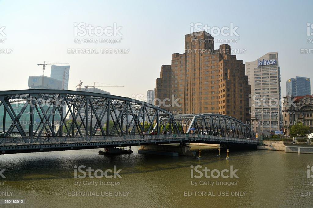 Broadway Mansions and Garden bridge, Shanghai, China stock photo