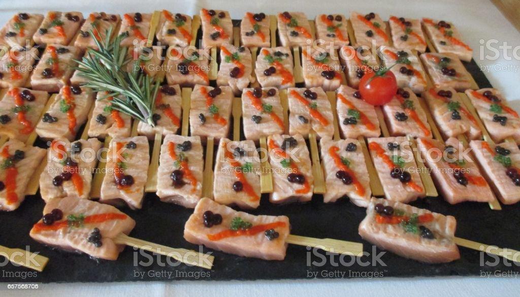 Brochette de saumon caviar en mise en bouche stock photo