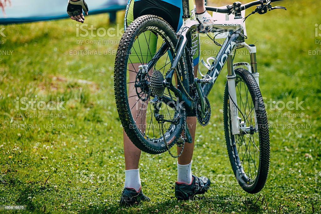 브로컨 산악 자전거 royalty-free 스톡 사진